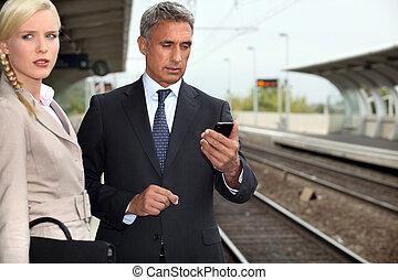 бизнес, пара, ожидание, для, поезд
