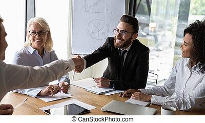 бизнес, соглашение, businessmen, изготовление, улыбается, handshaking, брифинг