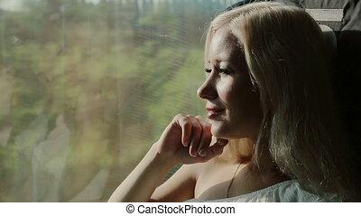 вдумчивый, девушка, верховая езда, на, поезд