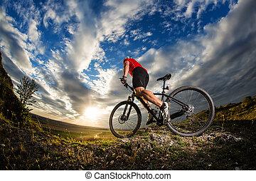 велосипедист, верховая езда, байк, на, природа, след, в, , mountains.