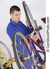 велосипед, оказание услуг, механик, мастер по ремонту, ремонтник, , велосипед, шины