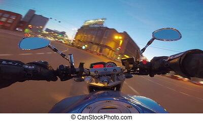 верховая езда, мотоцикл, город