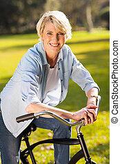 верховая езда, старшая, женщина, велосипед