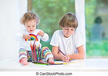 веселая, ребенок, начинающий ходить, девушка, playing, with, красочный, pencils, сидящий, на, , wh