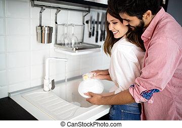 весело, молодой, блюда, пара, в обнимку, кухня, в то время как, having