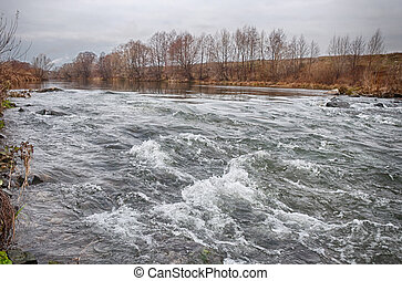 весна, река