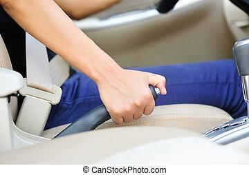 водитель, рука, тянущий, тормоз