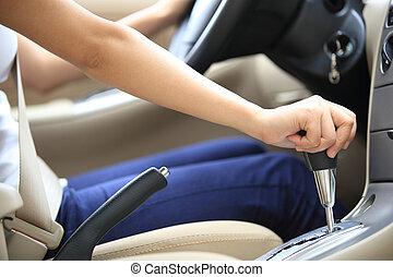 водитель, шестерня, переключение, придерживаться