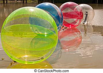 воды, мяч