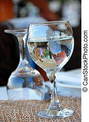 воды, glasses
