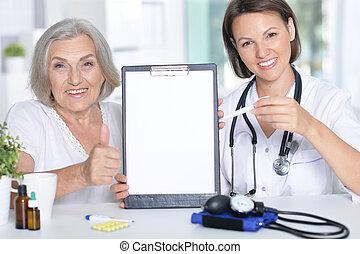 врач, and, ее, старшая, пациент
