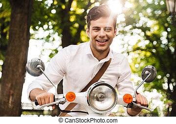 в восторге, молодой, бизнесмен, верховая езда, на, , мотоцикл