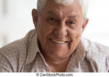 глава, человек, выстрел, ищу, улыбается, камера, портрет, старшая