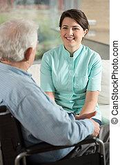 главная, медсестра, выход на пенсию, за работой