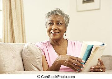 главная, старшая, женщина, книга, чтение
