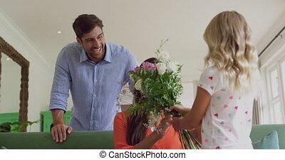 главная, 4k, giving, живой, мама, цветок, комната, ее,...
