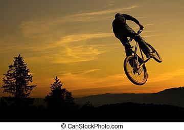 гора, велосипед, наездник, прыгать