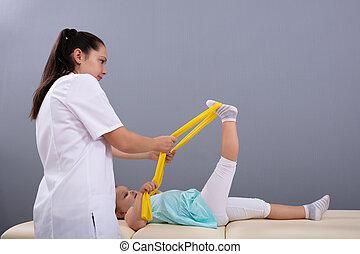 группа, физиотерапевт, ребенок, помощь, эластичный, exercising