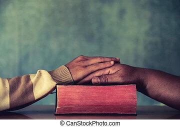 группа, of, другой, люди, praying, вместе, цвет, фильтр, added.