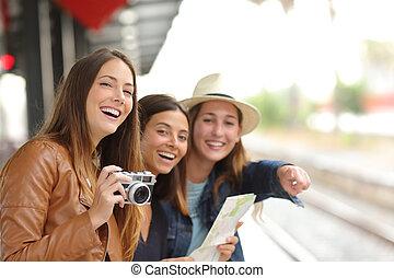 группа, of, путешественник, girls, путешествие, в, поезд,...