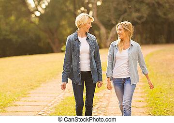 гулять пешком, дочь, лес, мама