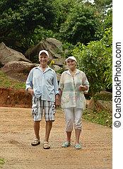 гулять пешком, счастливый, пара, пожилой, воздух