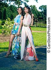 два, женщины, в, цветы, парк, в, лето, dresses