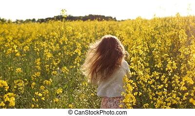 движение, девушка, медленный, sunset., поле, бег, пересекать