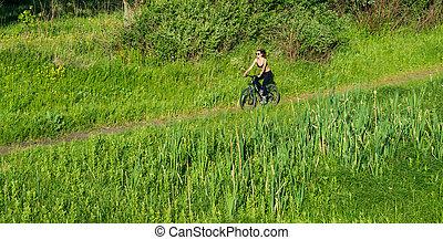 девушка, верховая езда, , гора, велосипед, в, , поле
