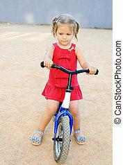 девушка, на, , обучение, велосипед