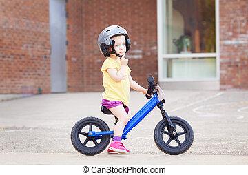 девушка, ребенок, начинающий ходить, верховая езда, байк