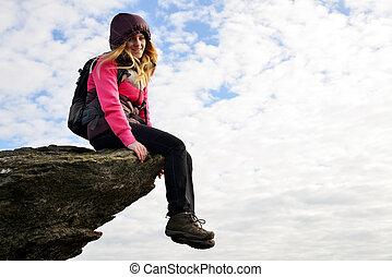 девушка, сидящий, на, , вверх, of, , rock.