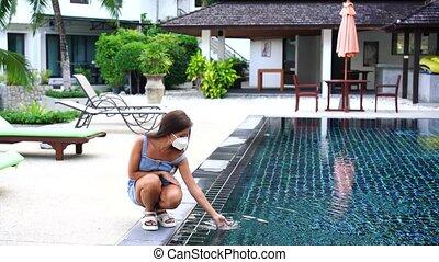девушка, частный, сидящий, measures., pool., плавание, pools, нет, карантин, соблюдение