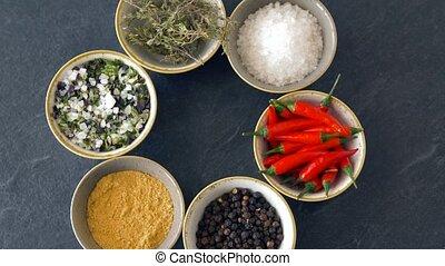 деревянный, таблица, другой, spices, bowls
