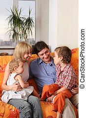 диван, счастливый, 4, семья, дом