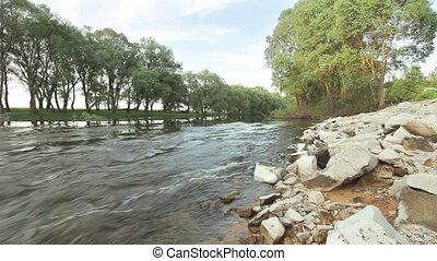 дикий, река