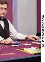 дилер, в, , казино, stacking, cards