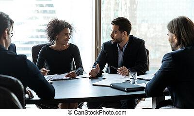 документ, мозговой штурм, многорасовый, discuss, брифинг, businesspeople