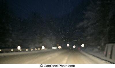дорога, мы, зима, снежно, летающий, фокус, снег, водить машину, через, лес, flakes, вдоль, ветровое стекло, night.