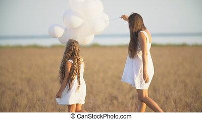 дочь, мама, balloons