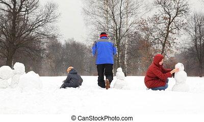 дочь, rolled, большой, делать, снежный шар, отец, сын, снеговик, part2, мама
