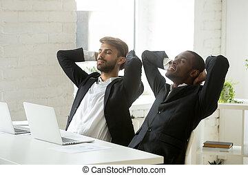 дыхание, relaxing, работа, два, молодой, разнообразный, businessmen, свежий