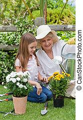 ее, сад, бабушка, внучка, за работой
