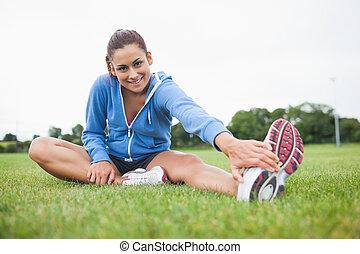 ее, трава, спортивный, портрет, нога, растягивание