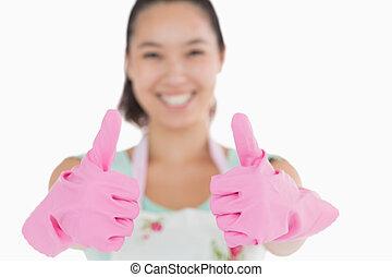 женщина, вверх, gloves, улыбается, thumbs, giving