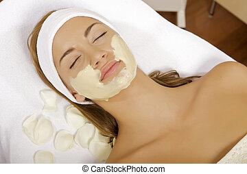 женщина, ее, красота, получение, маска, молодой, лицо, лечение, кожа, щетка