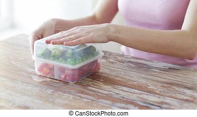 женщина, контейнер, vegetables, вверх, закрыть, принимать пищу