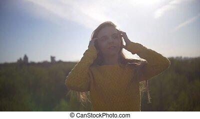 женщина, летающий, молодой, длинные волосы, портрет, ветер