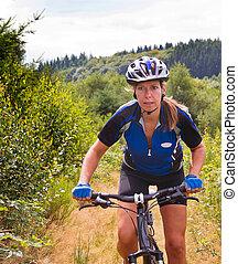 женщина, на, гора, велосипед