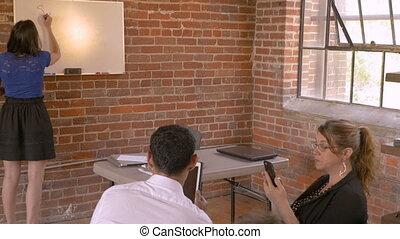 женщина, никто, в то время как, доска, прослушивание, лекция, белый, презентация, gives